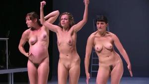 foto-golie-v-teatre