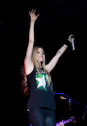 http://img258.imagevenue.com/loc38/th_430360783_52382_avril_lavigne_performing_live_in_moscow_14_11_122_38lo.jpg