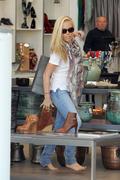 Кендра Уилкинсон, фото 943. Kendra Wilkinson shopping in LA DEC-7, foto 943