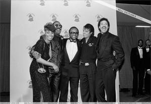 1986- The 28th Grammy Awards Th_779917778_012_26_122_469lo