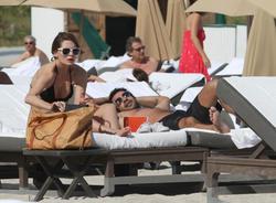 http://img258.imagevenue.com/loc546/th_311764117_Mischa_Barton_Bikini_Candids_on_the_Beach_in_Miami_December_27_2011_091_122_546lo.jpg