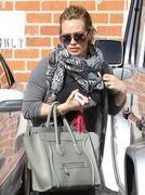 http://img258.imagevenue.com/loc584/th_987013855_Hilary_Duff_has_coffee_date_with_friend_in_Studio_City3_122_584lo.jpg