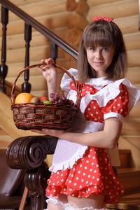 http://img258.imagevenue.com/loc95/th_105346431_tduid300163_Silver_Sandrinya_maid_1_089_122_95lo.JPG